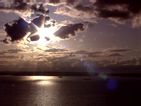 sunset with clouds and boats - nordpazifik stock-videos und b-roll-filmmaterial