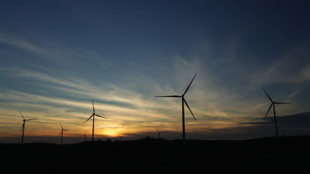 stockvideo's en b-roll-footage met sunset with windmills silhouette - silvestre