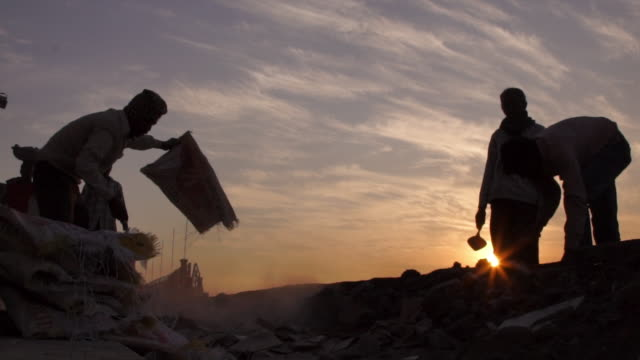 sunset workers india - sacca video stock e b–roll