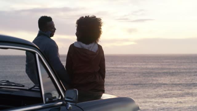 solnedgångar delas bäst med den du älskar - fordon på land bildbanksvideor och videomaterial från bakom kulisserna