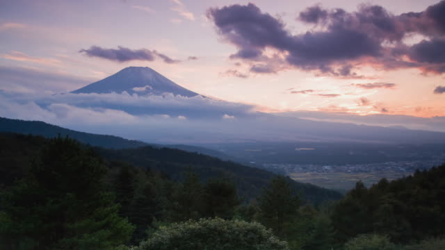 ws t/l sunsets over mount fuji / shizuoka, japan - mt fuji stock videos & royalty-free footage