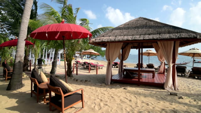 vídeos de stock, filmes e b-roll de sunshade and gazebo at sandy bo phut beach - gazebo