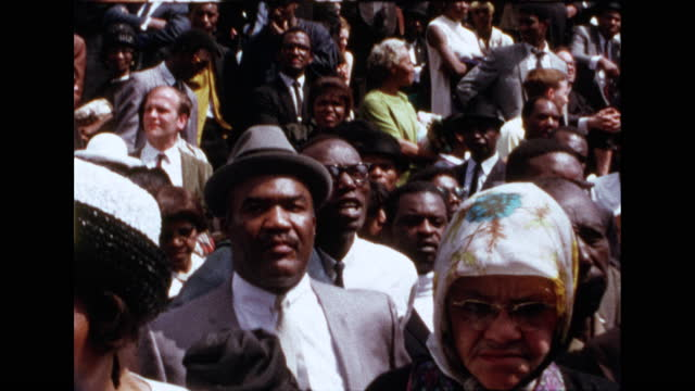 super 8 home movie showing mourners and marchers in dr. martin luther king jr.'s funeral procession, april 9, 1968. - アメリカ黒人の歴史点の映像素材/bロール