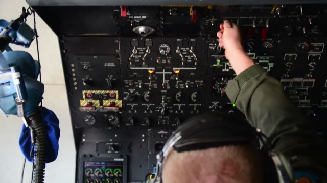 super galaxy's taxi and take off at dover air force base, delaware. a c-5m super galaxy aircrew assigned to the 9th airlift squadron flies local... - landefahrwerk stock-videos und b-roll-filmmaterial