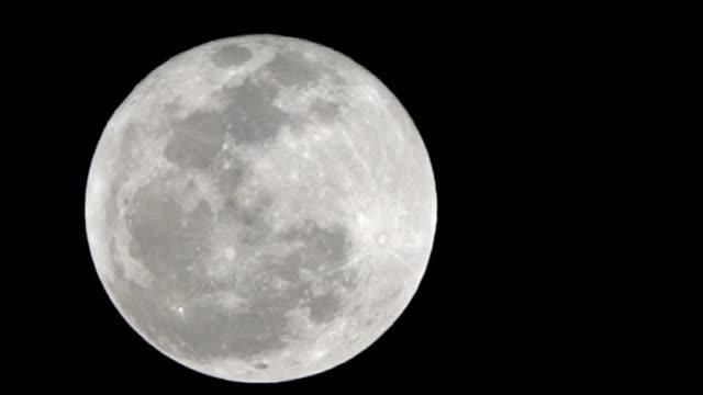 vídeos y material grabado en eventos de stock de super moon en la noche - astrología