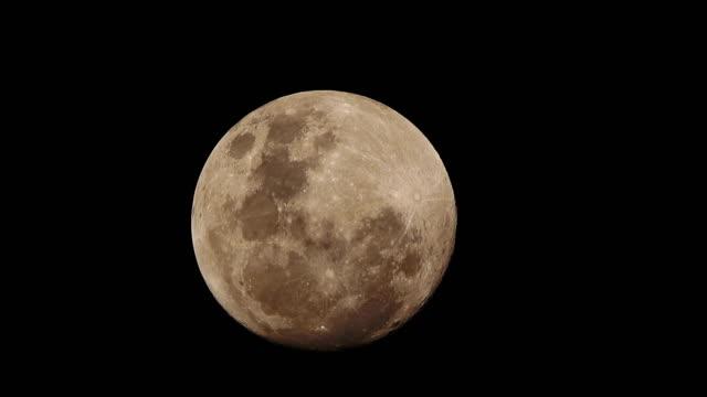 夜のスーパーの月 - 宇宙・天文点の映像素材/bロール