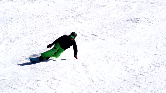 hd: super slo-mo shot of snowboarder extreme carving - snowboarding stock videos & royalty-free footage
