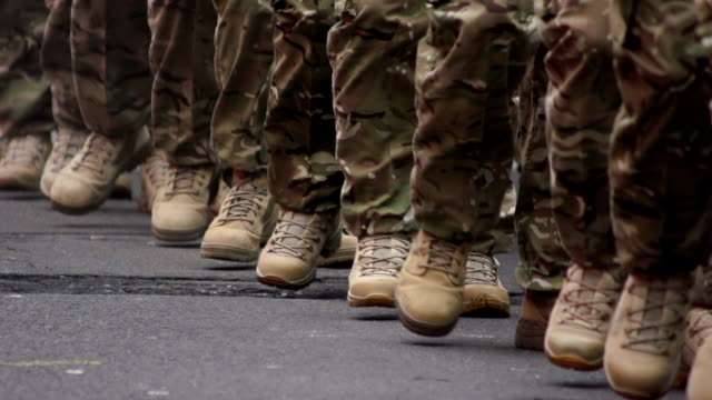 stockvideo's en b-roll-footage met super slow motion hd - army soldiers march, close-up - militair uniform