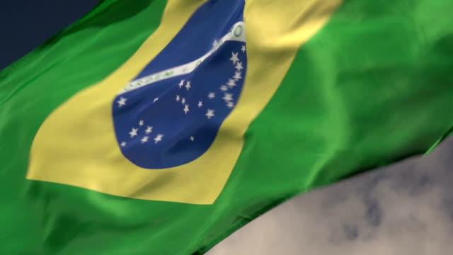 super zeitlupe, hd-brasilien-flagge, nahaufnahme - flagge stock-videos und b-roll-filmmaterial