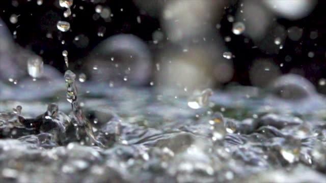庭の噴水の水しぶきのスローモーション/タイ - 風致地区点の映像素材/bロール