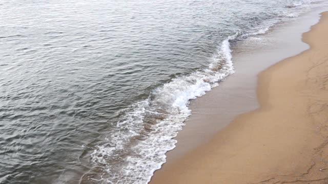hd super slow motion: sunset on the beach - località turistica video stock e b–roll