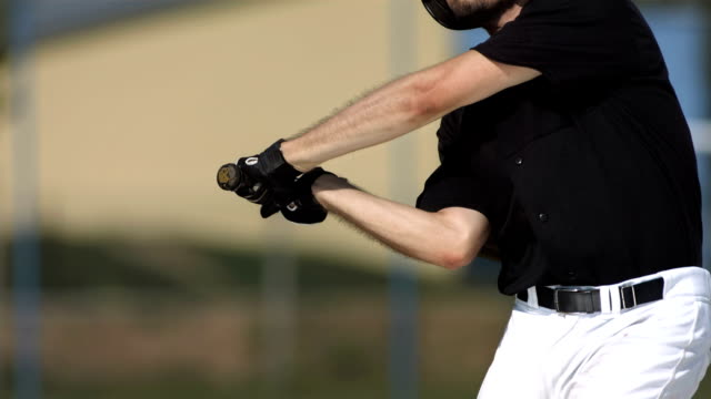stockvideo's en b-roll-footage met hd super slow-mo: baseball batter hitting ball - honkbal teamsport