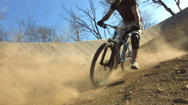 hd super slow-mo: biker kicking dust along trail - mountain bike stock videos & royalty-free footage