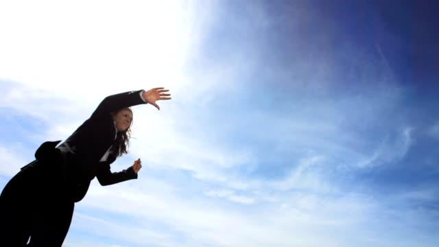 HD Super Cámara lenta: Empresaria realiza gimnasia Jump