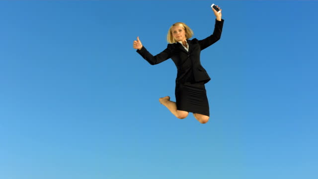 stockvideo's en b-roll-footage met hd super slow-mo: cheerful businesswoman gesturing with thumb up - trampoline
