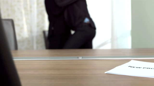 hd super slow-mo: competitive businessmen fighting in office - annoying colleague stock videos & royalty-free footage