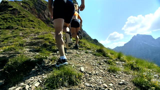 - Super Zeitlupe, HD: Fell Läufer Rennen auf der Oberseite