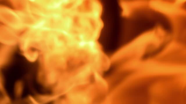 Super Zeitlupe, HD: Flammen Brennen in die Kamera.