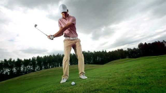 stockvideo's en b-roll-footage met hd super slow-mo: golfing with iron on fairway - golf swing