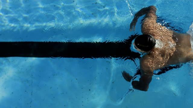 stockvideo's en b-roll-footage met hd super slow-mo: high angle shot of professional swimmer - wedstrijdsport