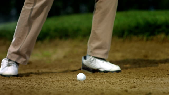 hd super slow-mo: hitting ball from sand trap - golf swing stock videos & royalty-free footage