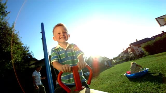 vídeos y material grabado en eventos de stock de hd super cámara lenta: little boy playing on a subibaja - balancín