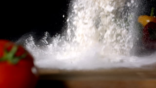 stockvideo's en b-roll-footage met hd super slow-mo: pouring flour on a cooking table - bloem stapelvoedsel