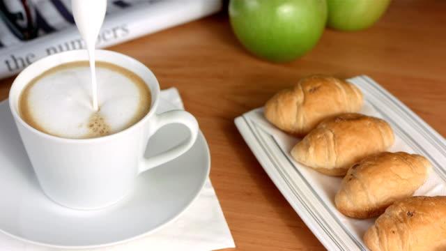 hd super slow-mo: pouring foamed milk into espresso - cafe macchiato stock videos and b-roll footage