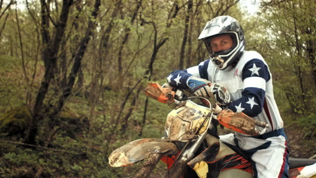 HD Super Slow-motion: Agente motociclista di Motocross