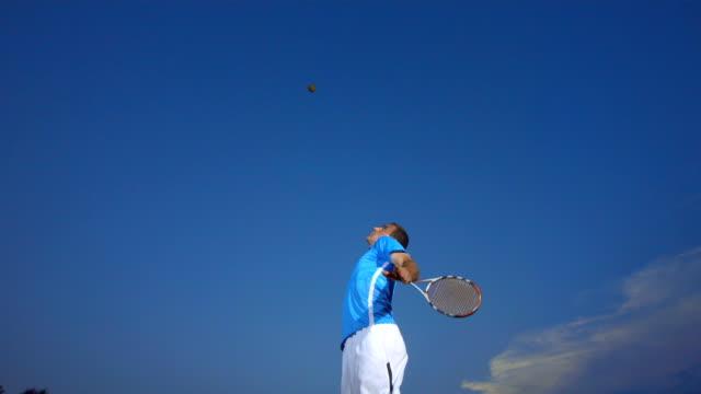 hd super slow-motion: tennista professionista con la palla - tennis video stock e b–roll
