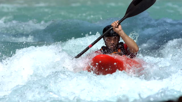 hd super slow-motion: professional whitewater kayak in azione - kayak video stock e b–roll