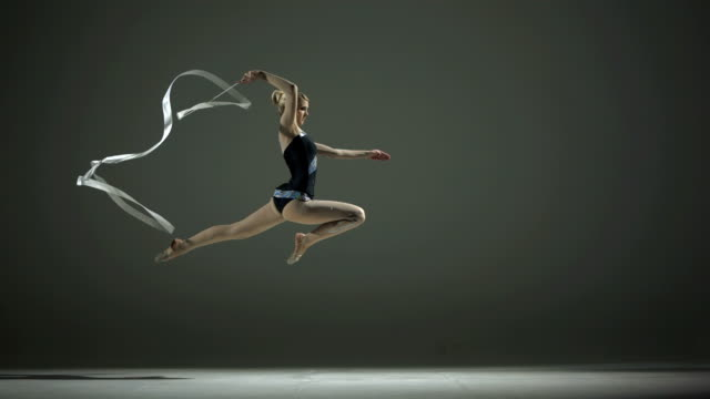 stockvideo's en b-roll-footage met hd super slow-mo: rhythmic gymnastics action with a ribbon - gym