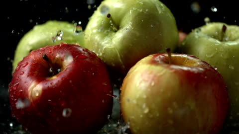 hd super slow-mo: water drops falling on apples - succulent stock videos & royalty-free footage