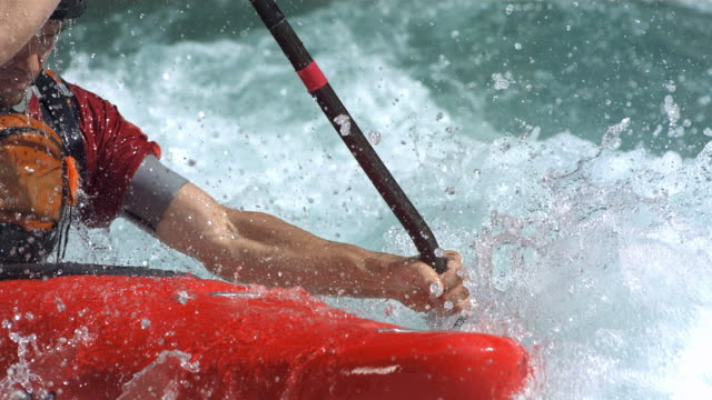 super slow-mo: whitewater kayaker in aktion - paddeln stock-videos und b-roll-filmmaterial