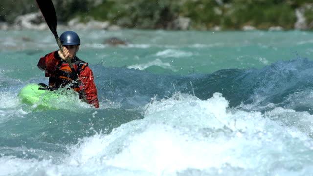 super zeitlupe, hd: wildwasser-kajakfahren - schwimmweste stock-videos und b-roll-filmmaterial
