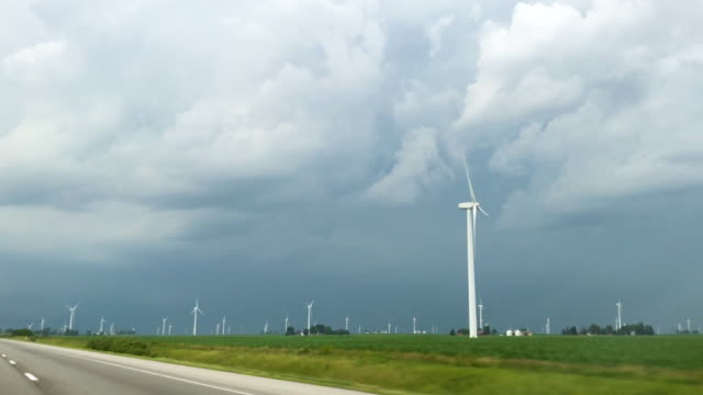 supercell storm over wind turbines - illinois stock-videos und b-roll-filmmaterial