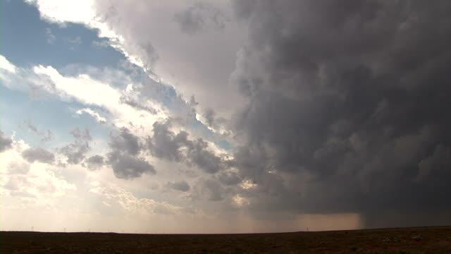 stockvideo's en b-roll-footage met supercell thunderstorm - mei