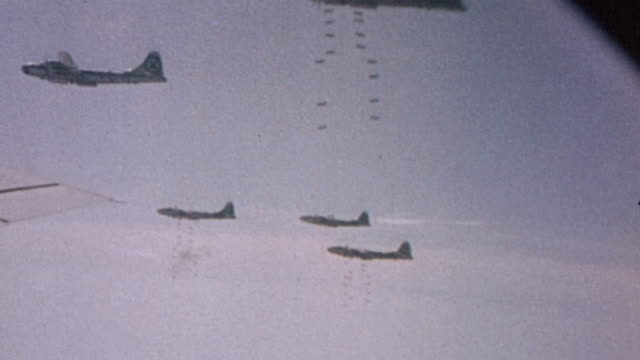 vídeos de stock, filmes e b-roll de superfortress air raid with bombers in flight bombardier signaling bombs away and bombs falling / tokyo japan - bomb