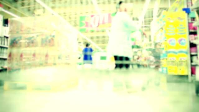 supermarkt einkaufen - menschliche gliedmaßen stock-videos und b-roll-filmmaterial