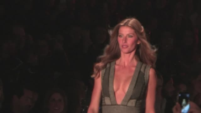 Supermodel Gisele Bundchen takes to the catwalk during Sao Paulo fashion week CLEAN Gisele Bundchen returns to the Brazilian c on November 01 2013 in...