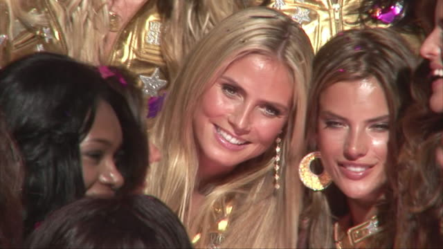 vídeos de stock, filmes e b-roll de supermodel heidi klum and victoria's secret models hollywood walk of fame victorias' secret models receive a star on the hollywood walk of fame... - adriana lima