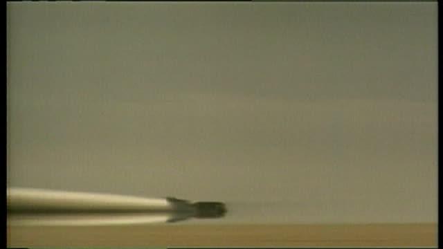 supersonic car bloodhound lib nevada black rock desert ext thrust ssc driven by andy green0 along through desert breaking supersonic land speed record - ネバダ州点の映像素材/bロール