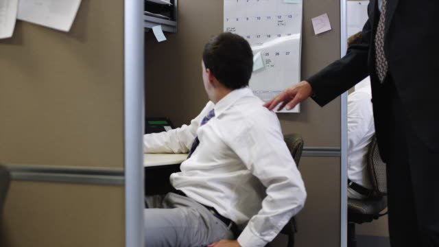 vidéos et rushes de ms zi supervisor waking up man sleeping in office / orem, utah, usa - sommeil