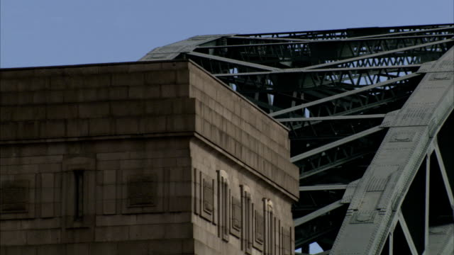 support beams crisscross to form an arch of the tyne bridge in newcastle-upon-tyne. available in hd. - tyne bridge stock videos & royalty-free footage