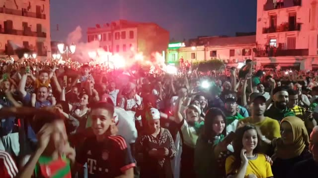 supporters celebrate in algiers on july 14, 2019 after algeria won the 2019 africa cup of nations semi-final soccer match against nigeria. - 準決勝点の映像素材/bロール