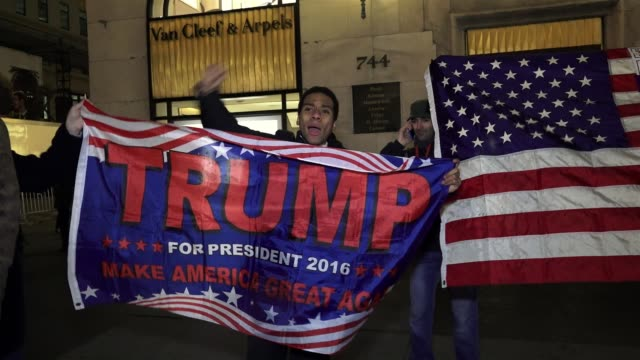 supporters during an antitrump protest on east 57th street and 5th avenue –adjacent to the trump tower on 5th avenue / palestinian people and... - 支持者点の映像素材/bロール