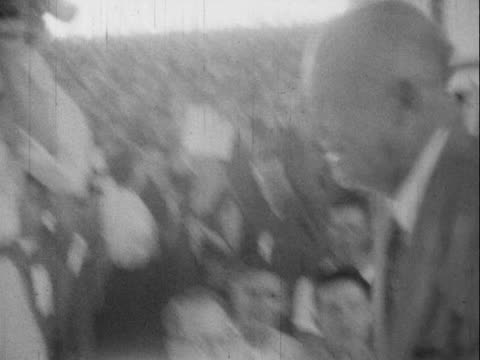 vídeos de stock, filmes e b-roll de 1952 montage b/w supporters entertaining crowd before arrival of dwight eisenhower at presidential campaign rally/ 'we like ike' sign/ dwight eisenhower at podium/ tulsa, oklahoma, usa - dwight eisenhower