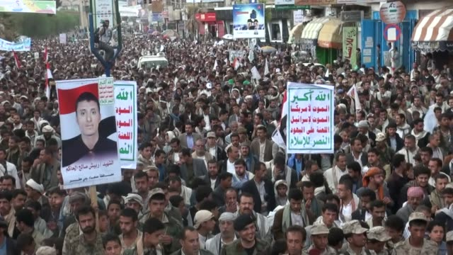 supporters of ansarullah movement gathering at change square stage a demonstration to commemorate the 52 people killed on the fourth anniversary of... - yemen stock videos & royalty-free footage