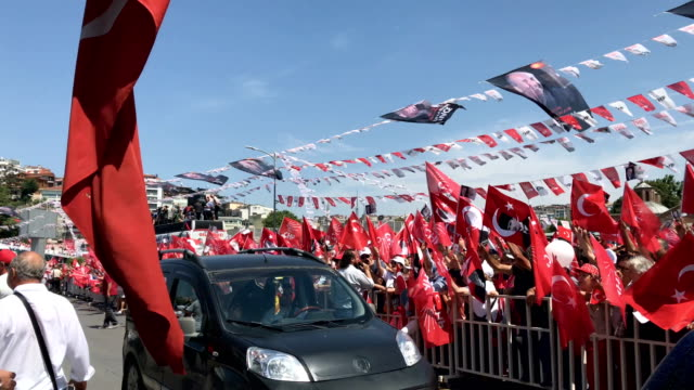 Supporters of CHP Party presidential candidate Muharrem Ince wave flags and chant slogans during a campaign rally in Uskudar on June 16 2018 in...