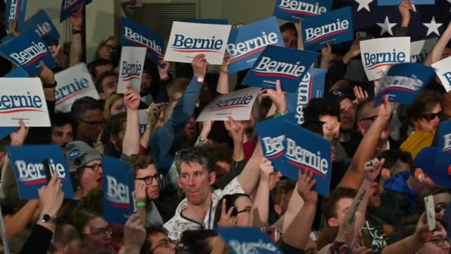 vídeos de stock, filmes e b-roll de supporters of democratic presidential candidate sen. bernie sanders wait for election results at a caucus night party on february 3, 2020 in des... - bernie sanders